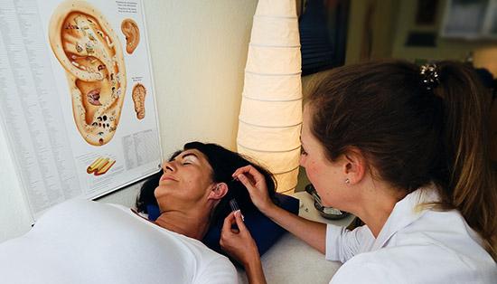 Ohr Akupunktur Julia Licht